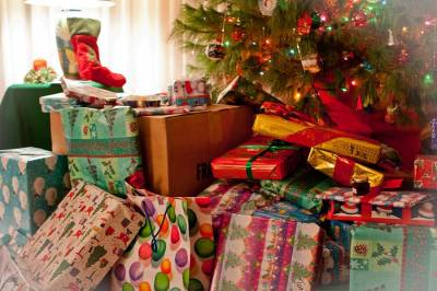 b2ap3_thumbnail_pile-of-presents-nicole-neuefeind.jpg